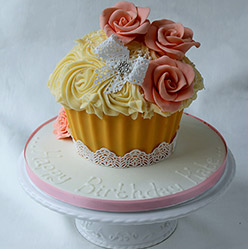 Giant vintage cupcake - Cupcakes and Celebration cakes