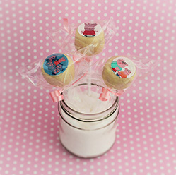 Peppa Pig cake pops - treats and wedding favours