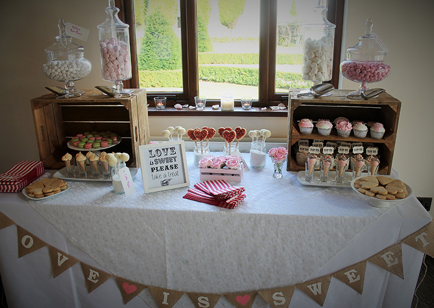 Wedding favours treats manchester candy 39 s cupcakes for Wedding table favours