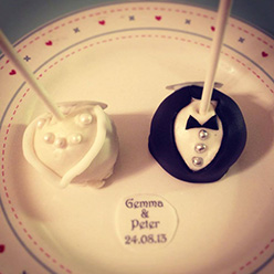 2 wedding cake pops - treats and wedding favours