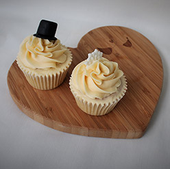 2 wedding cupcakes - treats and wedding favours
